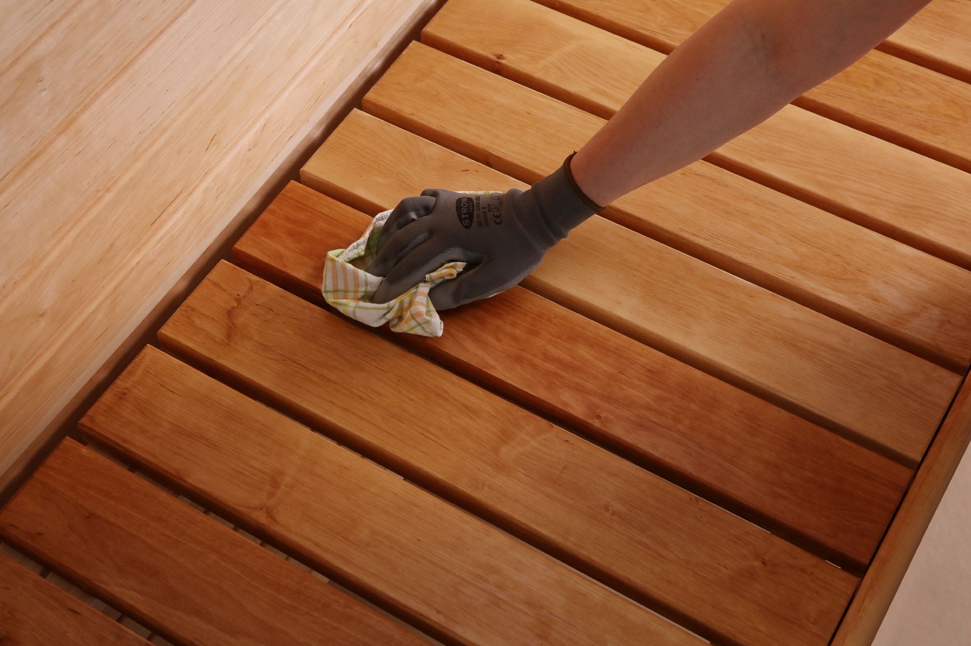 oiling sauna benches