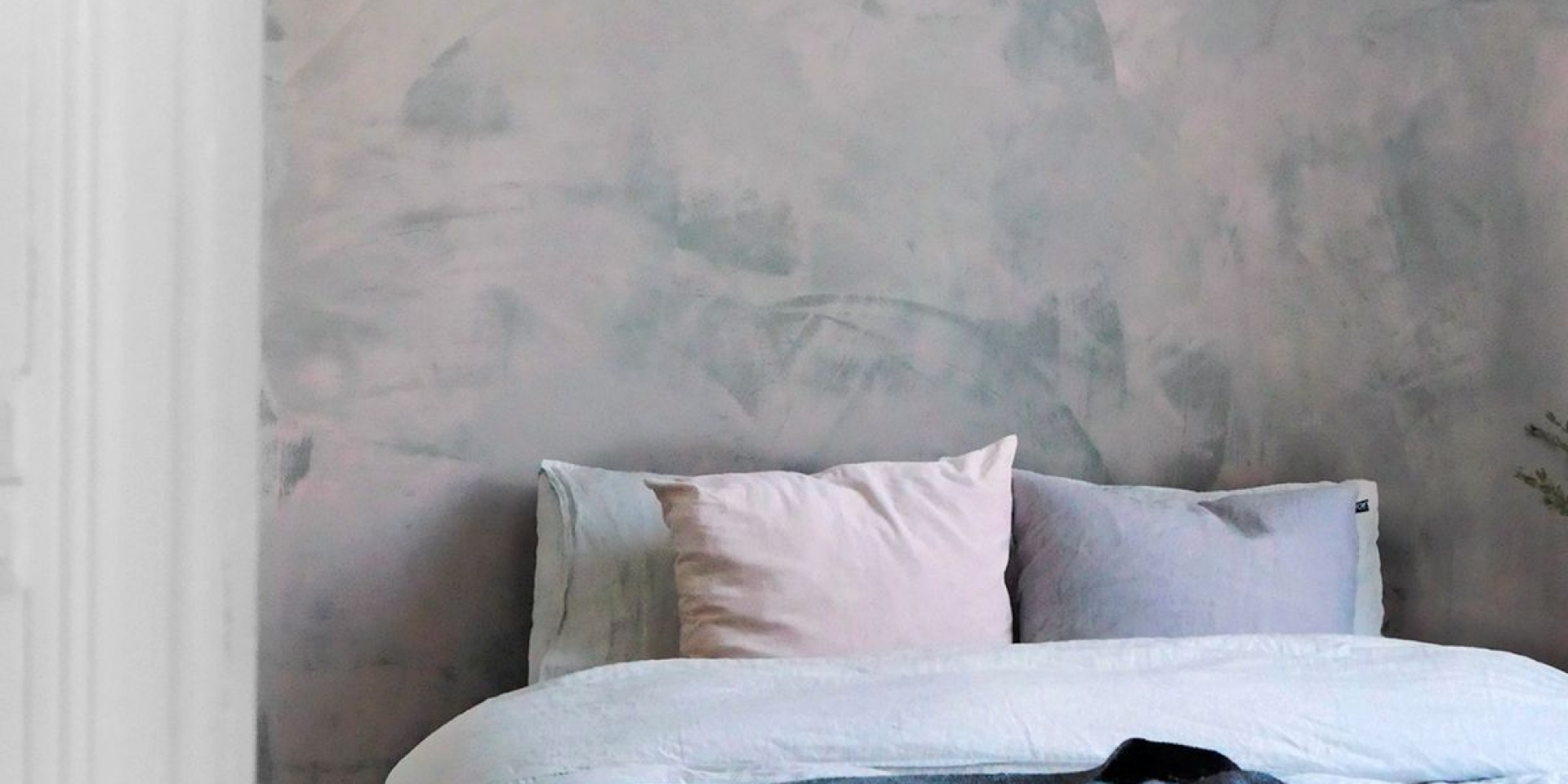 rough bedroom wall painted with tunto hieno